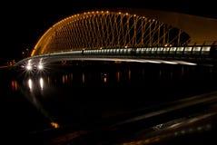 夜桥梁在布拉格捷克 免版税库存图片
