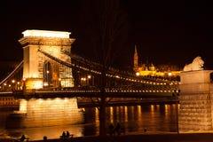 夜桥梁在布达佩斯 免版税库存照片