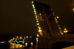 夜桥梁彼得斯堡 免版税图库摄影