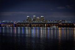 夜汉城,河,briges,韩国 免版税库存图片