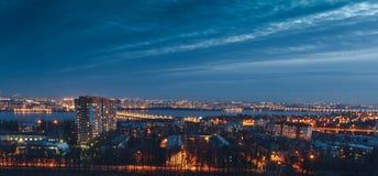 夜沃罗涅日市都市风景视图  库存照片