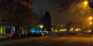 夜波摩莱的有雾的街道在保加利亚 图库摄影
