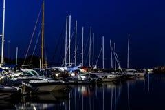 夜海游艇船坞 库存照片