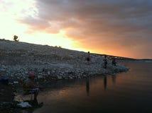 夜渔在美丽的得克萨斯天空下 库存照片