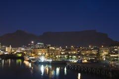 夜港口照片在开普敦 免版税库存图片