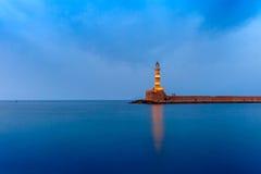 夜灯塔在老港口,干尼亚州,克利特 库存照片