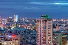 夜生活岘港市市商业区  图库摄影