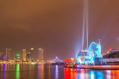 夜生活岘港市市商业区  免版税库存图片