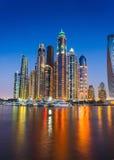 夜生活在迪拜小游艇船坞。阿拉伯联合酋长国.2012年11月14日 库存照片
