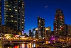 夜生活在迪拜小游艇船坞。阿拉伯联合酋长国.2012年11月16日 库存图片