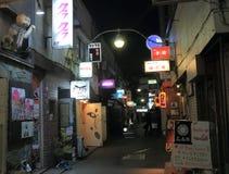 夜生活小街东京日本 图库摄影