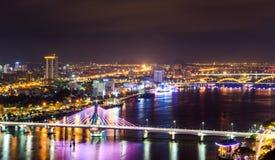 夜生活岘港市市2015年5月商业区  免版税库存照片