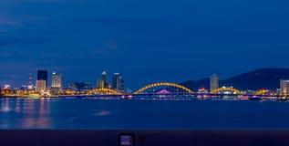 夜生活岘港市市2016年5月商业区  免版税库存照片