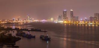 夜生活岘港市市2016年5月商业区  免版税图库摄影