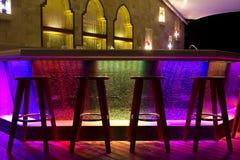 夜生活酒吧五颜六色的光 免版税库存图片