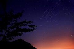 夜空和飞星 免版税图库摄影