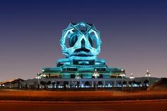 夜空的美丽的宫殿作为背景 免版税库存照片