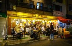 夜街道在东京,日本 图库摄影