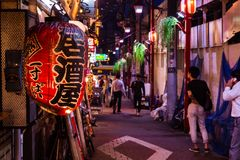 夜街道在城市新宿 免版税图库摄影