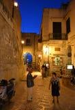 夜街道在老镇维耶斯泰 免版税图库摄影