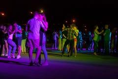 夜街道舞蹈 库存图片