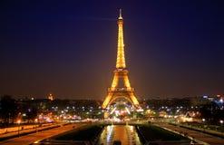 夜被射击艾菲尔铁塔 免版税库存照片