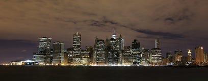 夜视图向曼哈顿 图库摄影