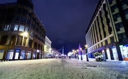 夜视图在老里加,拉脱维亚的中心 库存照片