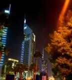 夜视图的迪拜市 免版税图库摄影