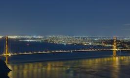 夜视图金门桥和旧金山 免版税库存照片