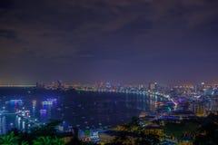 夜视图,观点Phra Tamnak山芭达亚 库存照片