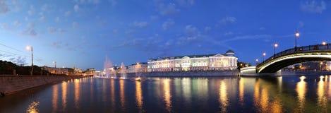 夜视图(全景)在流失渠道,莫斯科,俄罗斯 免版税图库摄影