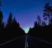 夜路和极光 免版税图库摄影