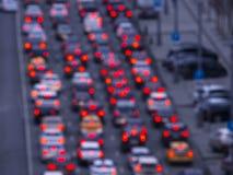 夜路在光汽车通行城市阻塞 免版税库存照片