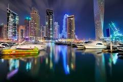 夜迪拜小游艇船坞地平线,迪拜,阿联酋 库存照片