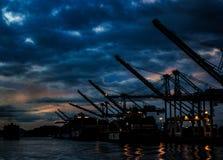夜造船厂在旧金山湾 库存图片