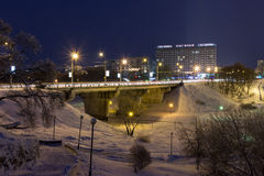 夜都市风景在冬天,所有包括用雪 莫吉廖夫Belaru 免版税库存照片