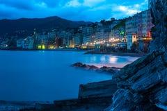 夜间散步意大利城市Camogli 图库摄影