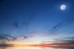 夜间月亮天空 免版税库存照片