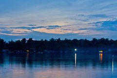 夜间横向海洋天空日落 库存图片