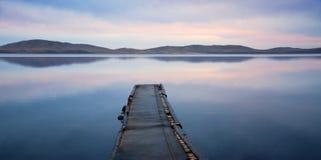夜间湖横向 免版税库存照片