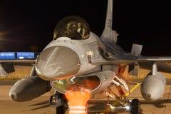夜间飞行锻炼F-16战隼 库存图片