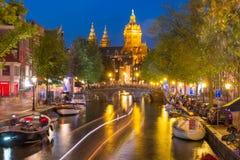 夜阿姆斯特丹红灯区De Wallen 免版税库存照片