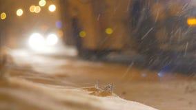 夜降雪的交通 影视素材