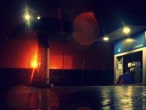 夜雨的强光 库存图片