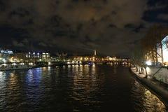 夜风景在巴黎, 2017年12月 免版税库存照片