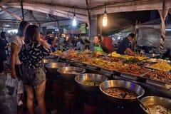 夜食物市场在芭达亚 免版税图库摄影