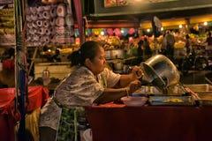 夜食物市场在芭达亚 免版税库存图片
