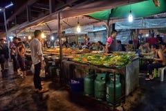 夜食物市场在芭达亚 库存图片