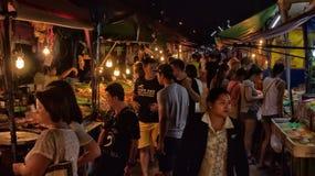 夜食物市场在芭达亚 库存照片